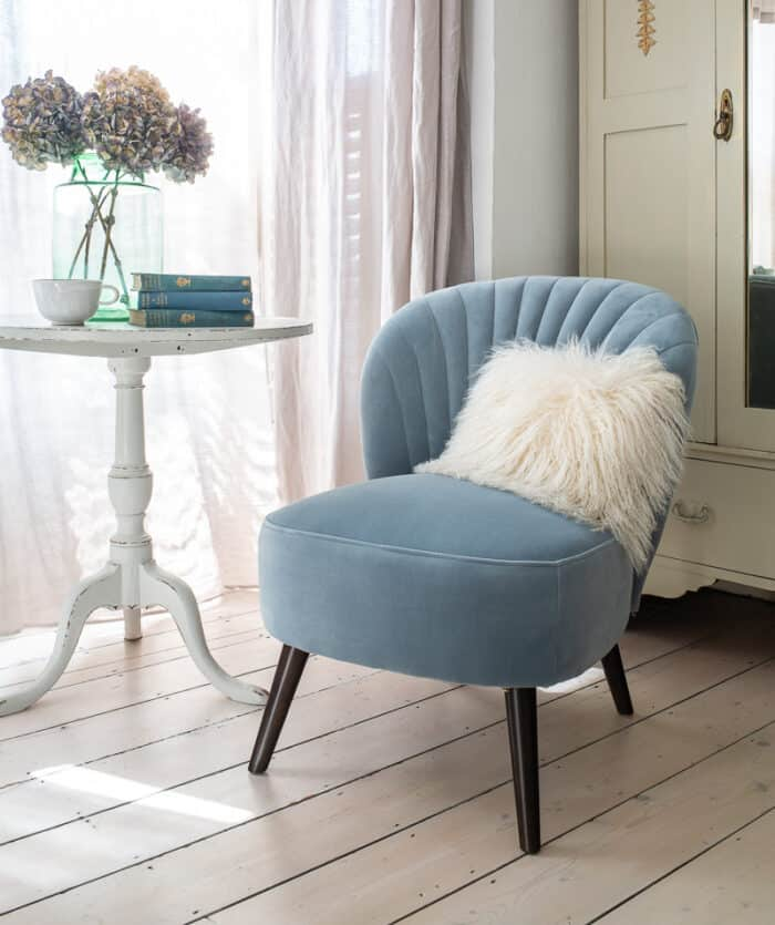 Evie_Chair_Blue_Cushion_Angle